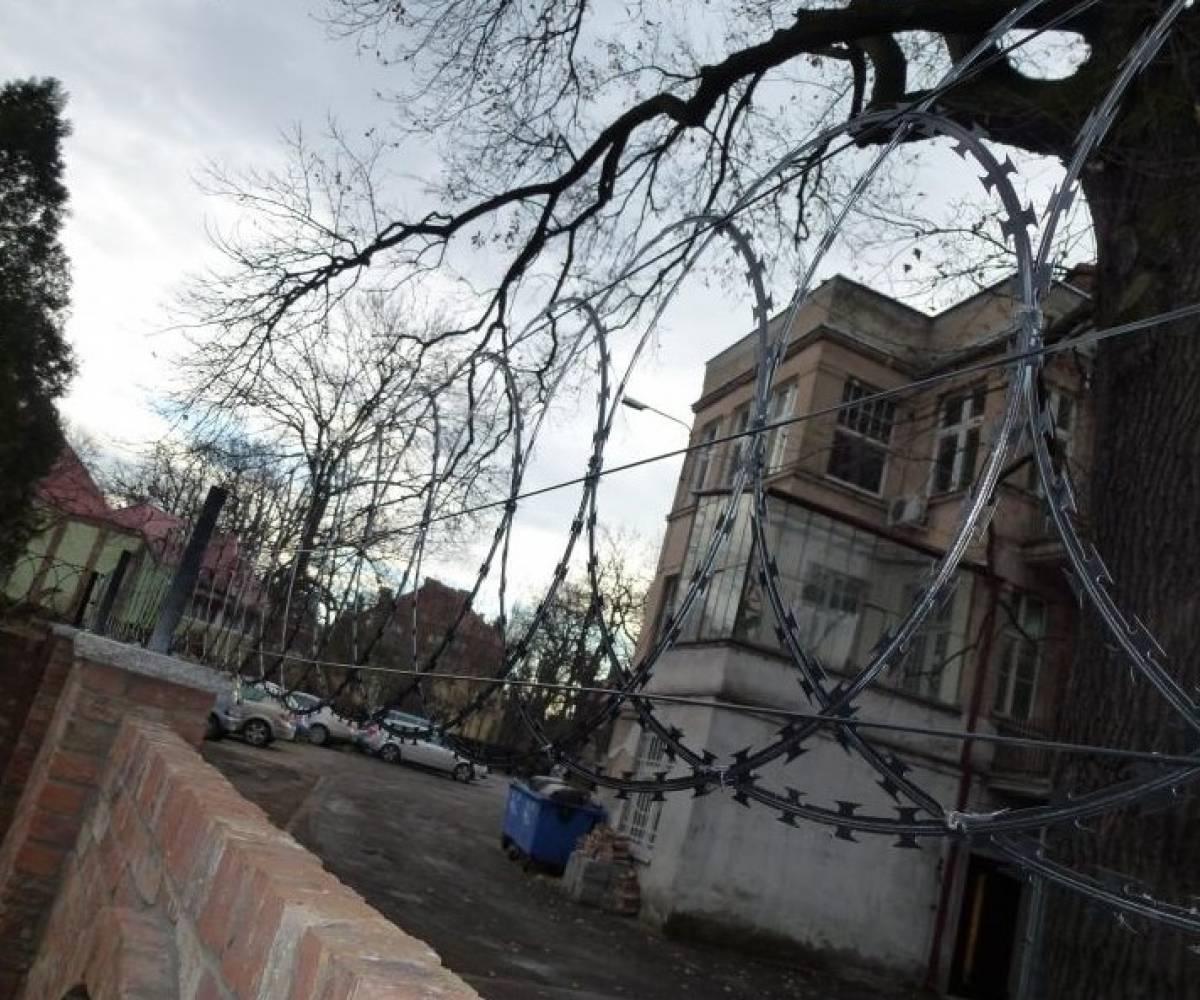 Wrocław - sprzedaż i montaż zasieków do ogrodzenia